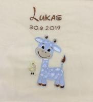 Babydecke - bestickt mit Name - Beige Giraffe hellblau